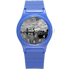 River Thames Waterfall Round Plastic Sport Watch Small