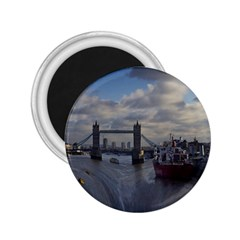 Thames Waterfall Color Regular Magnet (Round)