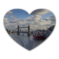 Thames Waterfall Color Mouse Pad (Heart)