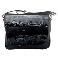 Vintage UK England river thames London skyline city Messenger Bag