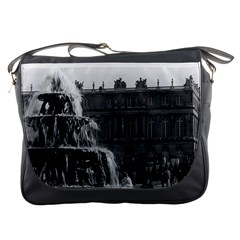 Vintage France palace of Versailles Pyramid fountain Messenger Bag