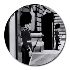 Vintage UK England London sentry at Buckingham palace 8  Mouse Pad (Round)