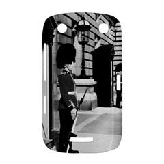 Vintage UK England London sentry at Buckingham palace BlackBerry Curve 9380 Hardshell Case