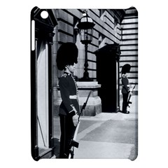 Vintage UK England London sentry at Buckingham palace Apple iPad Mini Hardshell Case