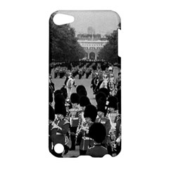Vintage UK England the Guards returning along the Mall Apple iPod Touch 5 Hardshell Case