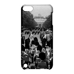Vintage UK England the Guards returning along the Mall Apple iPod Touch 5 Hardshell Case with Stand