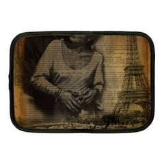 Romantic Kissing Couple Love Vintage Paris Eiffel Tower Netbook Case (Medium)