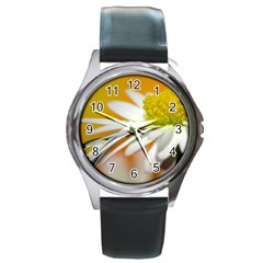 Daisy With Drops Round Metal Watch (Silver Rim)