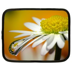 Daisy With Drops Netbook Case (Large)