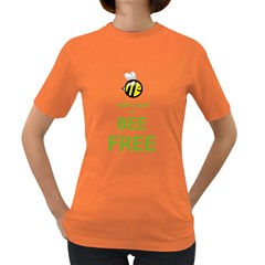 KEEP CALM AND BEE FREE  Womens' T-shirt (Colored)