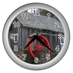 Vermont Christmas Barn Wall Clock (Silver)
