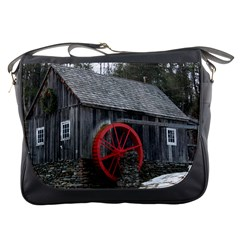 Vermont Christmas Barn Messenger Bag