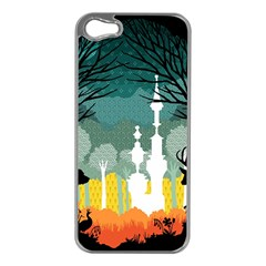A Discovery in the Forest Apple iPhone 5 Case (Silver)