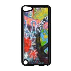 Prague Graffiti Apple iPod Touch 5 Case (Black)