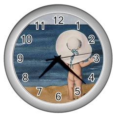 Mom s White Hat Wall Clock (Silver)