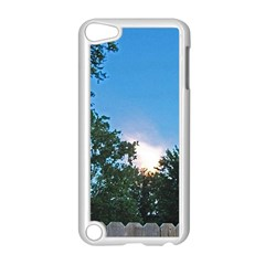 Coming Sunset Accented Edges Apple iPod Touch 5 Case (White)