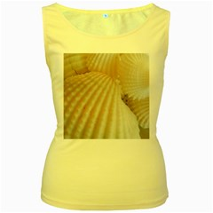 Sunny White Seashells Women s Tank Top (Yellow)