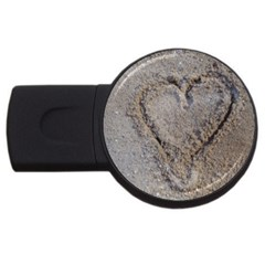Heart In The Sand 4gb Usb Flash Drive (round)