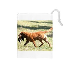 Chesapeake Bay Retriever Retrieving Drawstring Pouches (Medium)