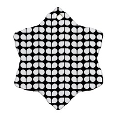 Black And White Leaf Pattern Snowflake Ornament (2 Side)