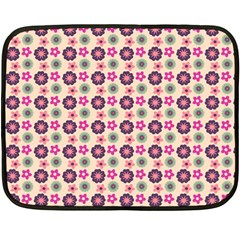 Cute Floral Pattern Fleece Blanket (mini)