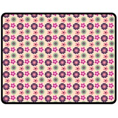 Cute Floral Pattern Fleece Blanket (Medium)
