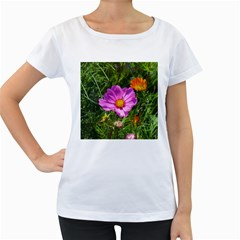 Amazing Garden Flowers 24 Women s Loose-Fit T-Shirt (White)