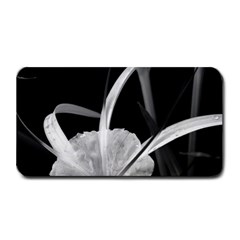 Exotic Black and White Flowers Medium Bar Mats