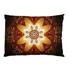 Elegant, Decorative Kaleidoskop In Gold And Red Pillow Cases