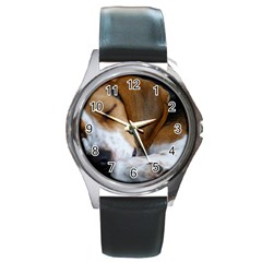 Beagle Sleeping Round Metal Watches