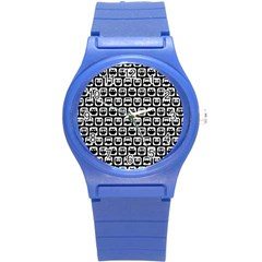Black And White Owl Pattern Round Plastic Sport Watch (S)