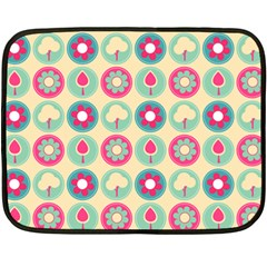 Chic Floral Pattern Fleece Blanket (Mini)