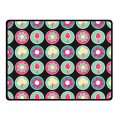 Chic Floral Pattern Fleece Blanket (Small)