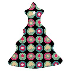 Chic Floral Pattern Ornament (Christmas Tree)