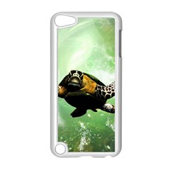 Beautiful Seaturtle With Bubbles Apple iPod Touch 5 Case (White)
