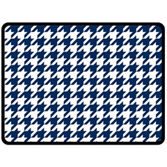 Houndstooth Midnight Fleece Blanket (large)