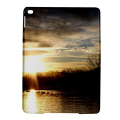 SETTING SUN AT LAKE iPad Air 2 Hardshell Cases