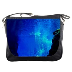 UNDERWATER TRENCH Messenger Bags
