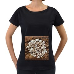 Tropical Sea Shells Collection, Copper Background Women s Loose-Fit T-Shirt (Black)