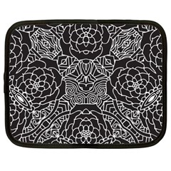 Mariager, Bold flower design, black & white Netbook Case (XXL)