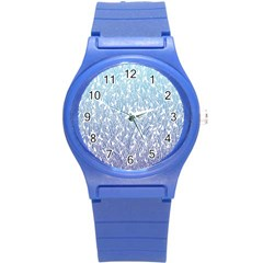 Blue Ombre feather pattern, white, Round Plastic Sport Watch (S)