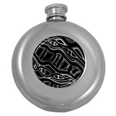 Black and white decorative design Round Hip Flask (5 oz)