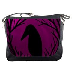 Halloween raven - magenta Messenger Bags