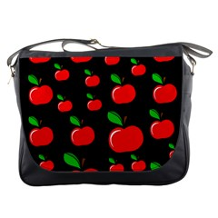 Red apples  Messenger Bags