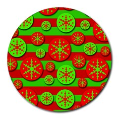 Snowflake red and green pattern Round Mousepads