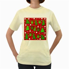 Christmas trees and gifts pattern Women s Yellow T-Shirt