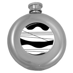 White and black waves Round Hip Flask (5 oz)