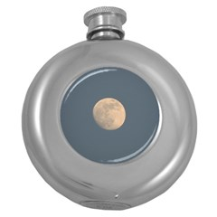 The Moon and blue sky Round Hip Flask (5 oz)