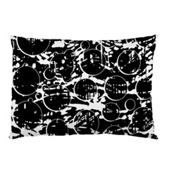 Black and white confusion Pillow Case