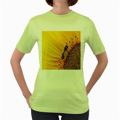 Sun Flower Bees Summer Garden Women s Green T-Shirt